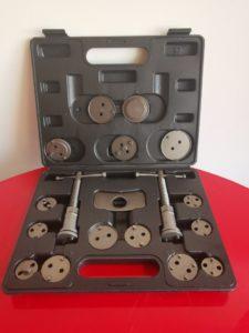 Coffret de repousse pistons ( tourne à gauche, tourne à droite ) disponible en magasin.